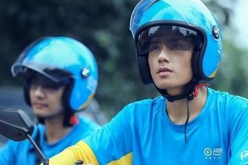 摩托车头盔突遭疯抢快递外卖骑手反而很淡定